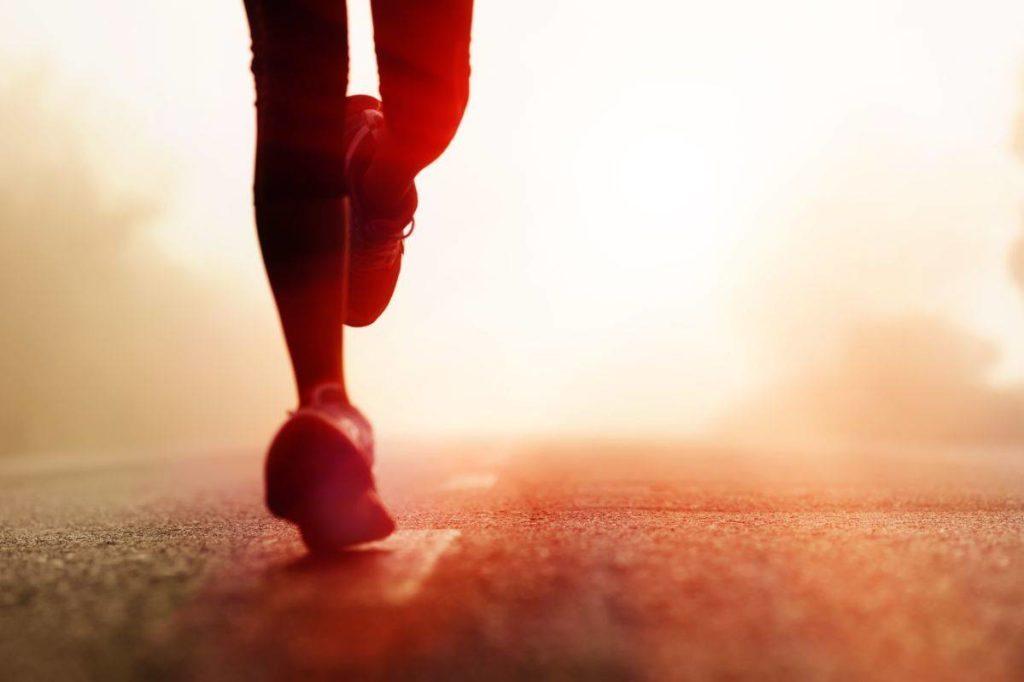 corredor-corriendo-mujer-hombre