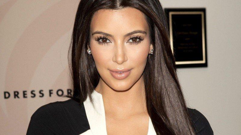 Kim Kardashian comio su placenta
