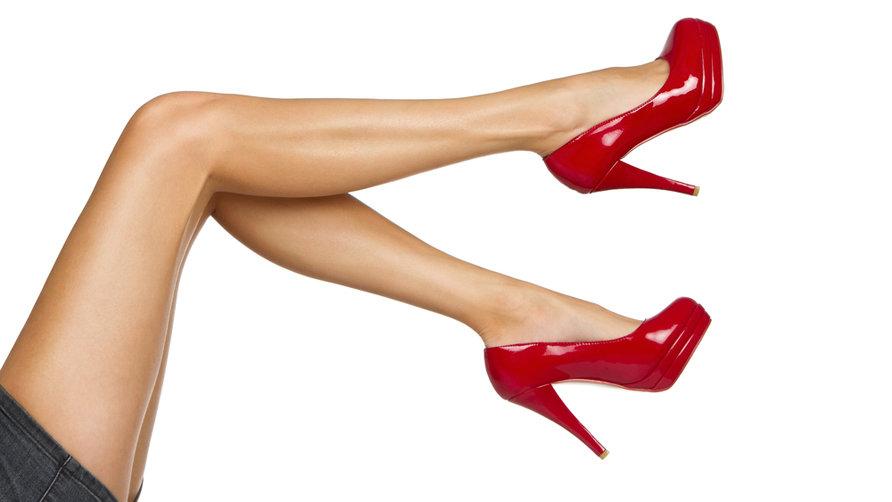 mujeres con tacones altos