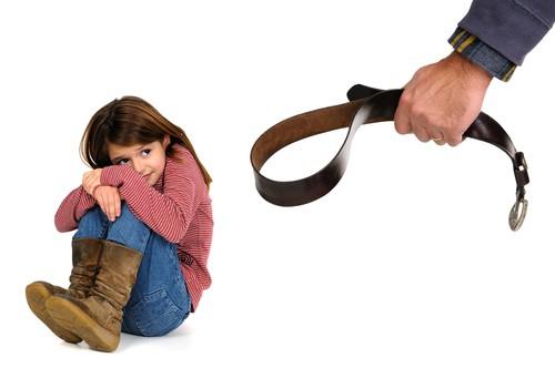 Cárcel por pegarle a su hijo