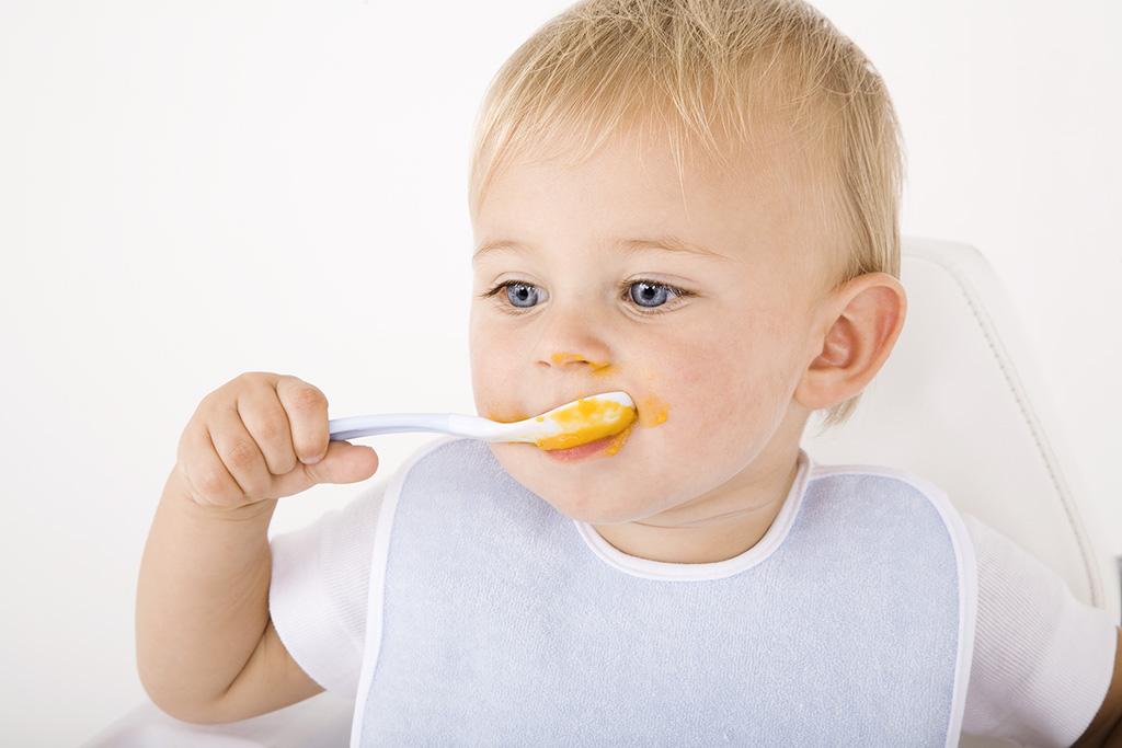 primera comida del bebé
